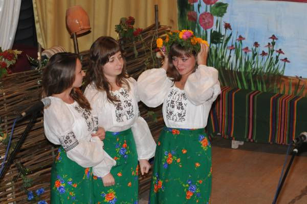 Аматорський ансамбль дівчат бк с